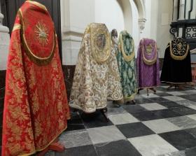 Chapes aux couleurs liturgiques
