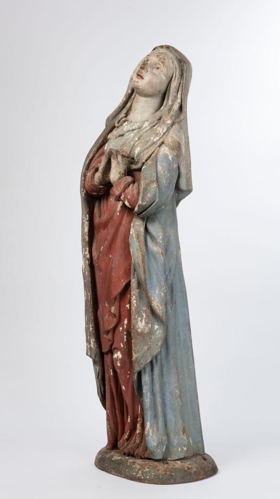 Vierge de Calvaire provenant du Saint-Sépulcre du site de Lorette, Rochefort, Belgique. Statue en bois polychromé.